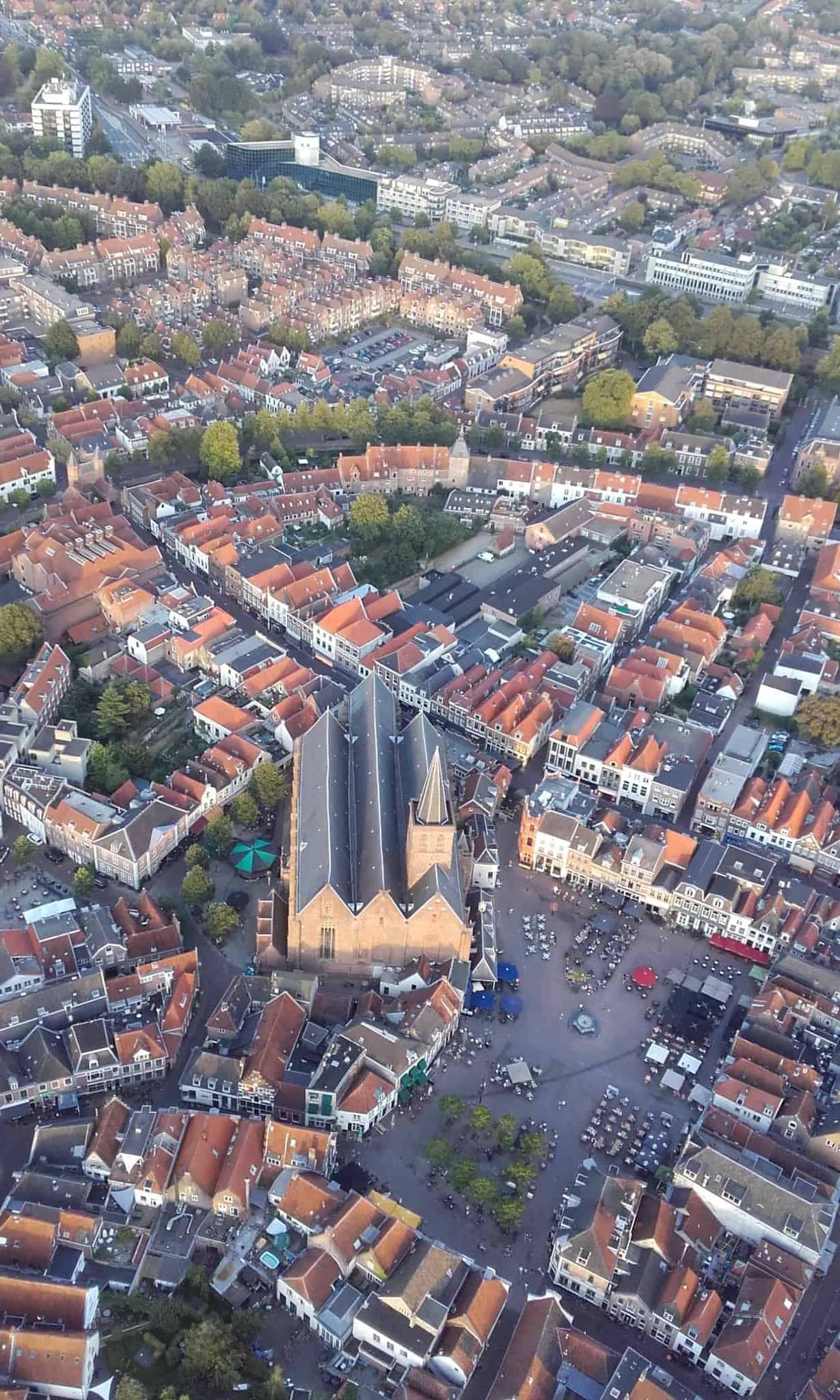 Sint-Joriskerk gezien vanuit de lucht